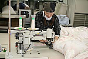 ⑤新側生地で縫製|羽毛リフォームの工程